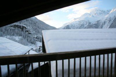 Chalet-La-bergerie-montagne-Le-Miroir-Ste-Foy-JMV-Resort-neige-balcon-vue d'extérieur