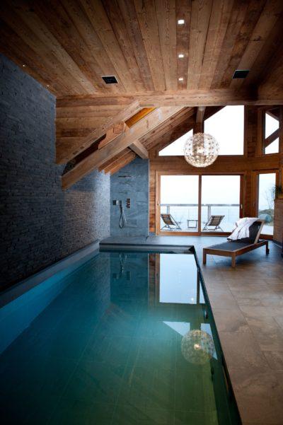 Chalet-D'Osc-montagne-Les-2-Alpes-JMV-Resort-piscine intérieur-chaise longue-détente-terrasse