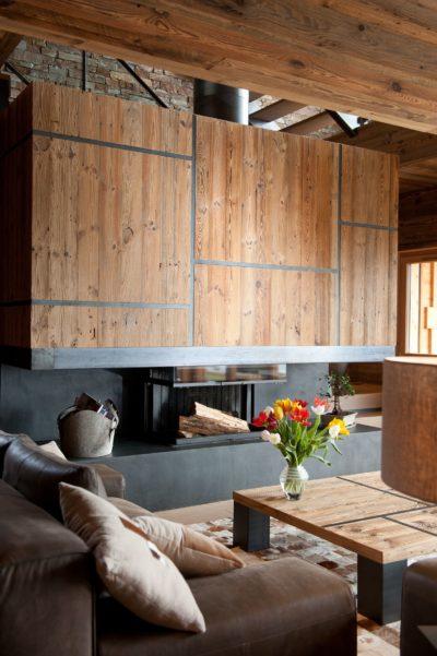 Chalet-D'Osc-montagne-Les-2-Alpes-JMV-Resort -salon-cheminé-canapés cuir