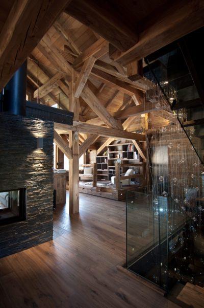 Chalet-G-montagne-Serre-Chevalier-JMV-Resort-intérieur salon-cheminé-bois