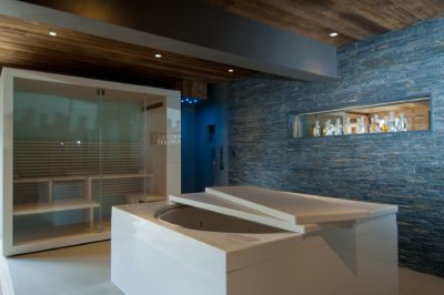 Chalet-G-montagne-Serre-Chevalier-JMV-Resort-spa-jacuzzi-mur en brique-détente