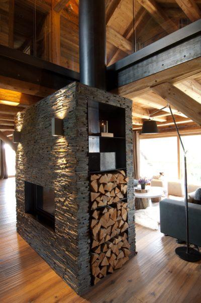 Chalet-G-montagne-Serre-Chevalier-JMV-Resort-cheminé-bois-salon