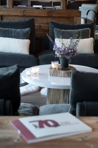 Chalet-G-montagne-Serre-Chevalier-JMV-Resort-salon-chaleureux-bougies-coussins