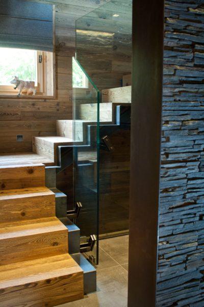 Chalet-G-montagne-Serre-Chevalier-JMV-Resort-escalier bois- vitres