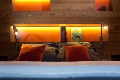 Chalet-G-montagne-Serre-Chevalier-JMV-Resort-tête de lit-luminaires-chambre