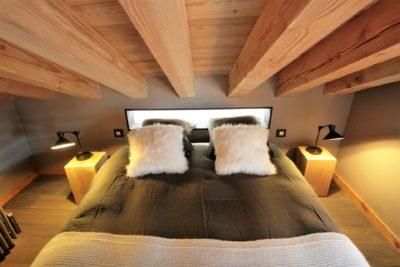 Chalet-montagne-Arte-Meribel-JMV-Resort -lit-chambre-coussins