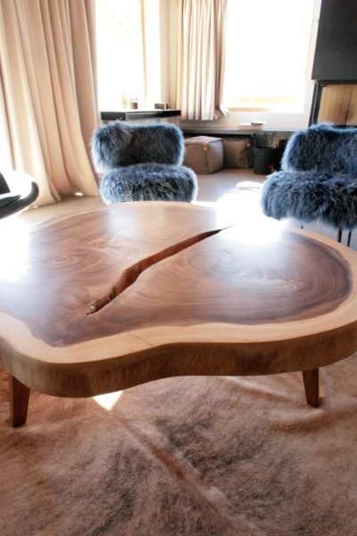 Chalet-A-montagne-Meribel-JMV-Resort-table basse-salon-fauteuils en laine-tapis