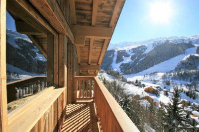 Chalet-A-montagne-Meribel-JMV-Resort-balcon-neige-bois