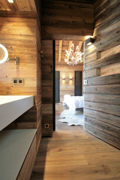 Chalet-A-montagne-Meribel-JMV-Resort-intérieur bois-vue sur chambre-salle de bain