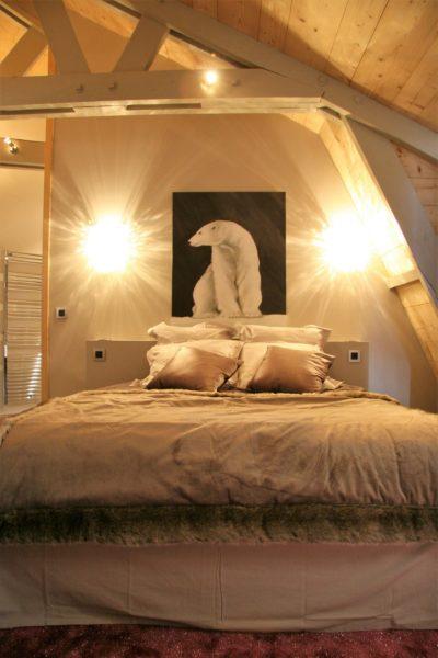 Chalet-montagne-Alaya-Avoriaz-JMV-Resort-chambre-tableau ours-lit