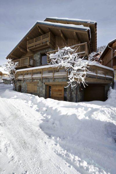 Chalet-3Cerisiers-montagne-Meribel-JMV-Resort-façade extérieur-mur en pierre-neige