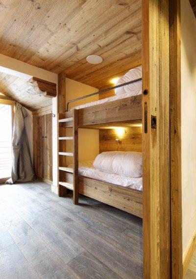 Chalet-3Cerisiers-montagne-Meribel-JMV-Resort-intérieur-lits superposés-parquet en bois