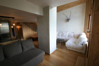 Appartement-S-montagne-Avoriaz-JMV-Resort-salon-bois-sculpture