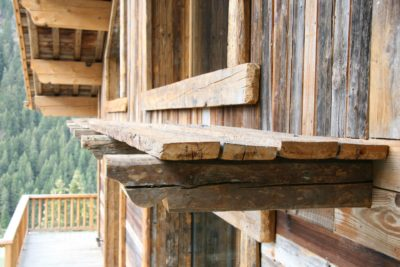 Chalet-Le-grand-cerf-montagne-Meribel-JMV-Resort-bois travaillé-balcon-terrasse
