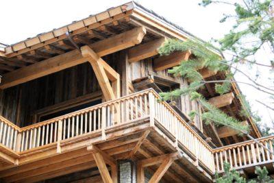 Chalet-Le-grand-cerf-montagne-Meribel-JMV-Resort-façade en bois-balcon