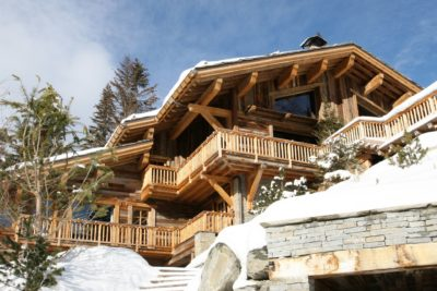 Chalet-Le-grand-cerf-montagne-Meribel-JMV-Resort-façade en bois-vue extérieur-neige
