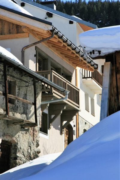 Chalet-Le-refuge-montagne-Meribel-JMV-Resort-neige-façade extérieur- balcon vert-