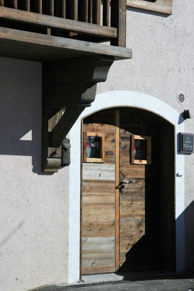 Chalet-Le-refuge-montagne-Meribel-JMV-Resort-porte d'entrée -bois-façade extérieur