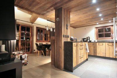 Chalet-Le-refuge-montagne-Meribel-JMV-Resort-cuisine-vue sur salon