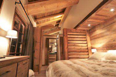 Chalet-Le-refuge-montagne-Meribel-JMV-Resort-chambre-lit-couette en laine-bois