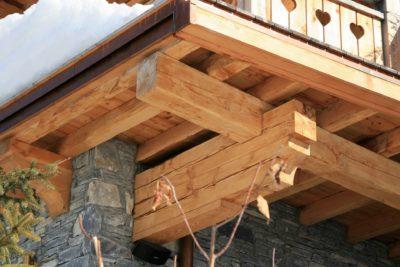 Chalet-L'eglantier-montagne-Meribel-JMV-Resort-balcon-bois-brique