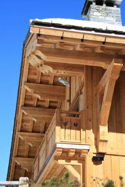 Chalet-L'eglantier-montagne-Meribel-JMV-Resort-toit en bois-balcon