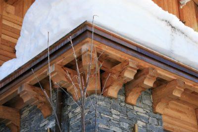 Chalet-L'eglantier-montagne-Meribel-JMV-Resort-bois-neige-toit