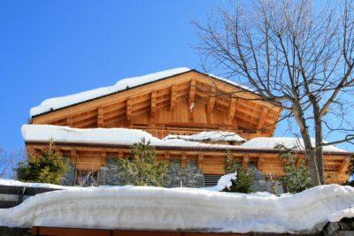 Chalet-L'eglantier-montagne-Meribel-JMV-Resort-toit bois-façade extérieur-neige