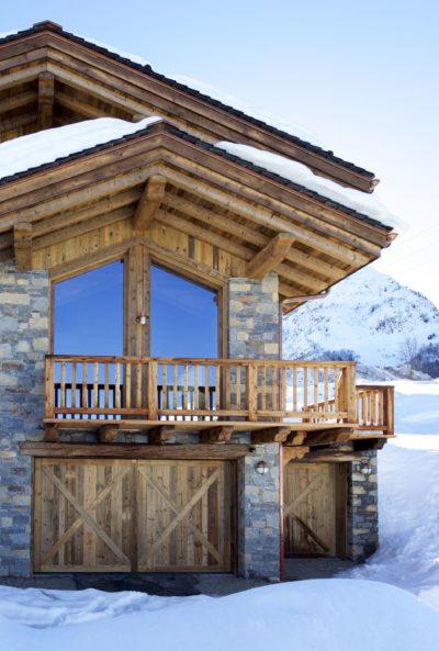 Chalet-M-montagne-St-martin-de-belleville-JMV-Resort-façade extérieur-toit en bois- ensoleillé-neige