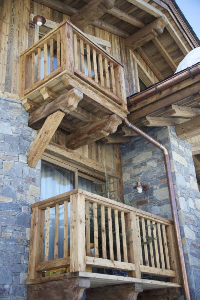Chalet-M-montagne-St-martin-de-belleville-JMV-Resort-balcon-bois-brique
