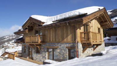 Chalet-M-montagne-St-martin-de-belleville-JMV-Resort-neige-extérieur-toit-bois