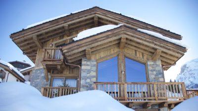 Chalet-M-montagne-St-martin-de-belleville-JMV-Resort-façade bois-brique-balcon