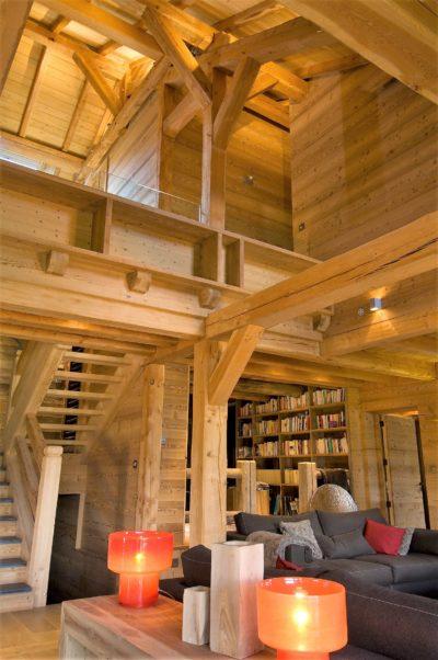 Chalet-MAJ-montagne-Puy-St-Pierre-JMV-Resort -salon-bois-canapés