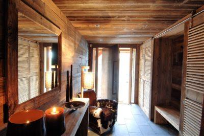 Chalet-MAJ-montagne-Puy-St-Pierre-JMV-Resort-détente-bois-fauteuil en cuir