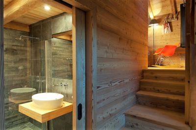 Chalet-MAJ-montagne-Puy-St-Pierre-JMV-Resort -salle de bain- escalier-bois