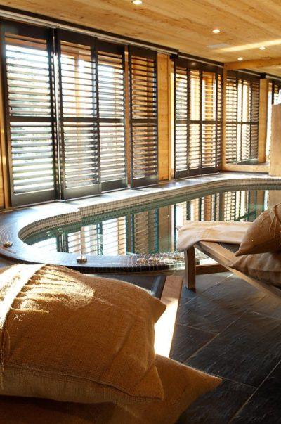 Chalet-MAJ-montagne-Puy-St-Pierre-JMV-Resort-spa-détente-coussins