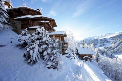 Chalet-P-montagne-Meribel-JMV-Resort-neige-forêt-façade bois-brique-ensoleillé-extérieur