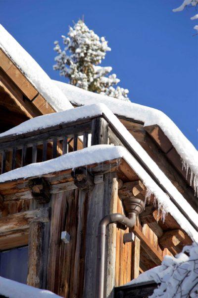Chalet-P-montagne-Meribel-JMV-Resort-façade bois- balcon-neige