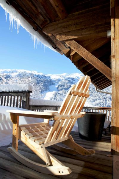 Chalet-P-montagne-Meribel-JMV-Resort-terrasse-bois-neige-chaise longue