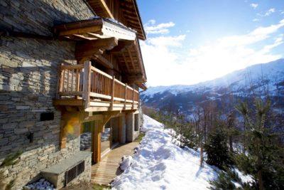 Chalet-Queen-Mijane-montagne-Meribel-JMV-Resort-neige-sapins-façade pierre