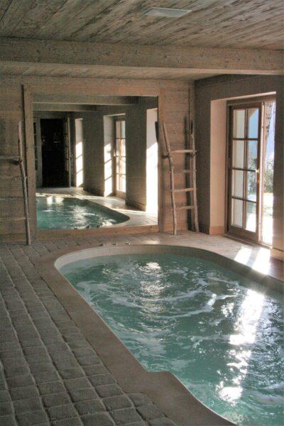 Chalet-R-montagne-Meribel-JMV-Resort-piscine intérieur- jacuzzi
