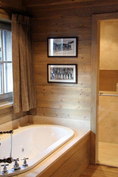 Chalet-R-montagne-Meribel-JMV-Resort-salle de bain-baignoire-bois