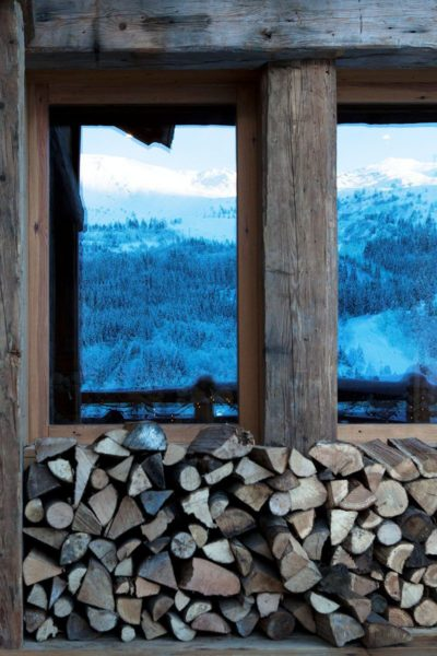 Chalet-SHL-montagne-Meribel-JMV-Resort-vitres-neige-bois-reflet