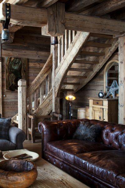 Chalet-SHL-montagne-Meribel-JMV-Resort-salon-canapé cuir-escalier-bois