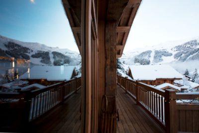 Chalet-Tiki-montagne-Meribel-JMV-Resort-vitre-nei