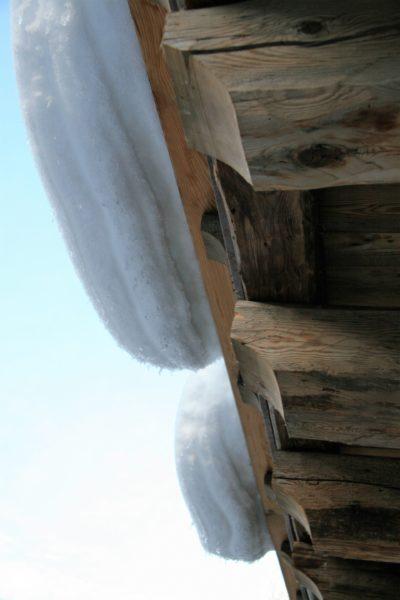 Chalet-Tiki-montagne-Meribel-JMV-Resort-neige-toit-façade bois