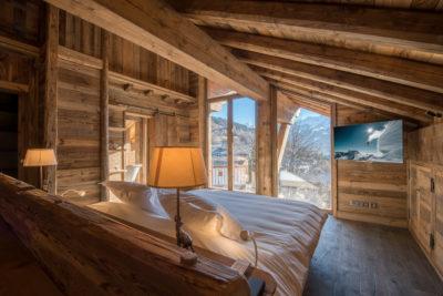 Chalet-Queen-Mijane-montagne-Meribel-JMV-Resort-lit-chambre-extérieur-bois