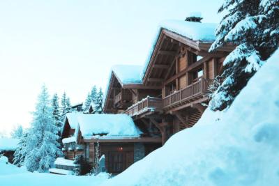 Chalet montagne hiver neige