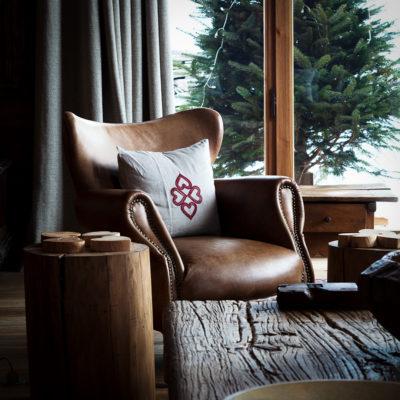 Chalet-SHL-montagne-Meribel-JMV-Resort-salon-canapé cuir-bois