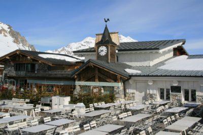 Folie-Douce-restaurant-montagne-Val-D'Isere-Savoie-Alpes-JMV-Resort-architectes terrasse